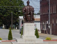 The Lincoln monument in the square at Hodgenville, KY.
